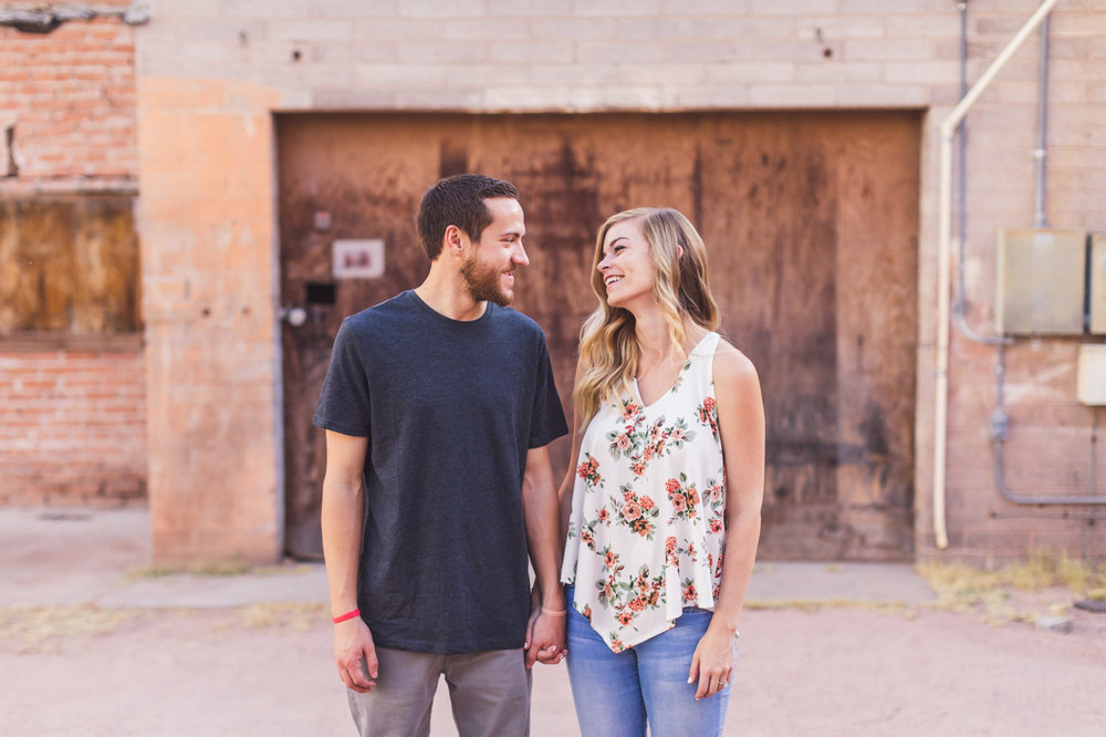 aaron-kes-photography-mill-avenue-tempe-engagement-session-17.jpg