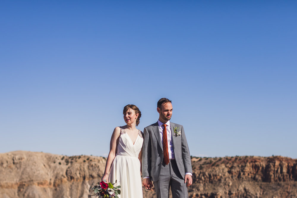 meteor-crater-wedding-portrait