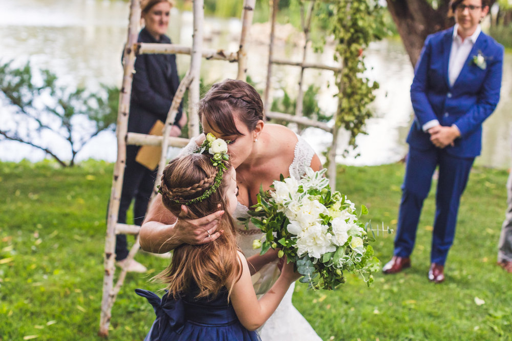 mother-and-daughter-moment-at-wedding