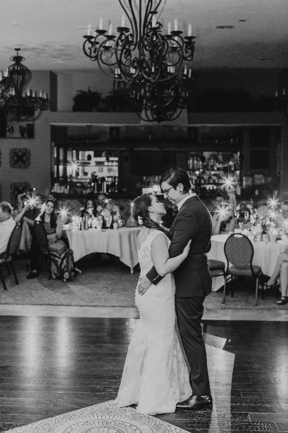 northern-arizona-wedding-first-dance-black-and-white