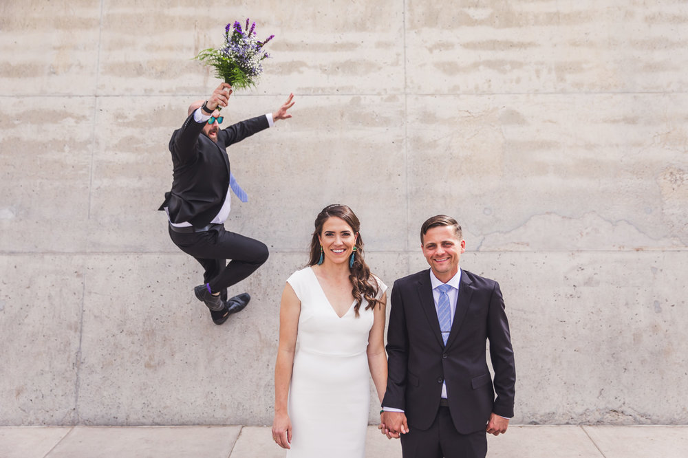 awesome-photobomb-from-groomsmen