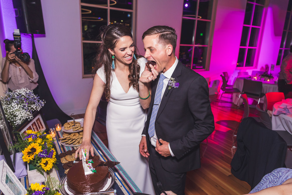 childrens-museum-of-phoenix-wedding-reception-cake-cutting