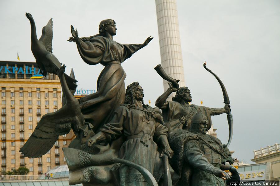 Pamyatnik-osnovatelyam-Kiev.jpg