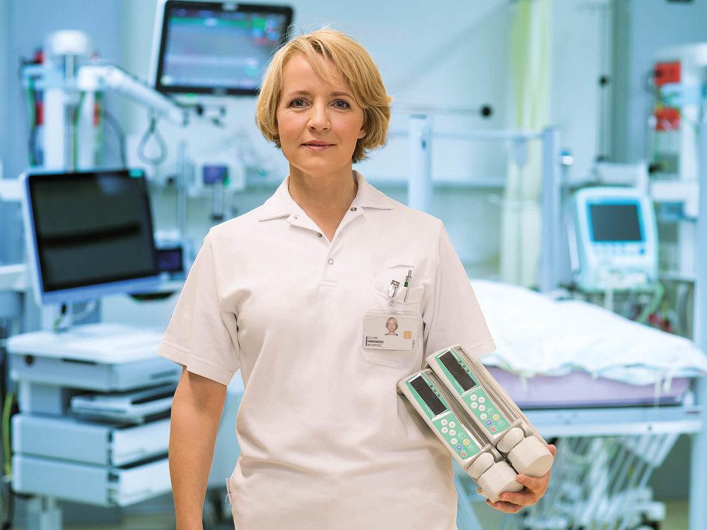 Gillian Harkness, Pflegefachfrau in einem Spital
