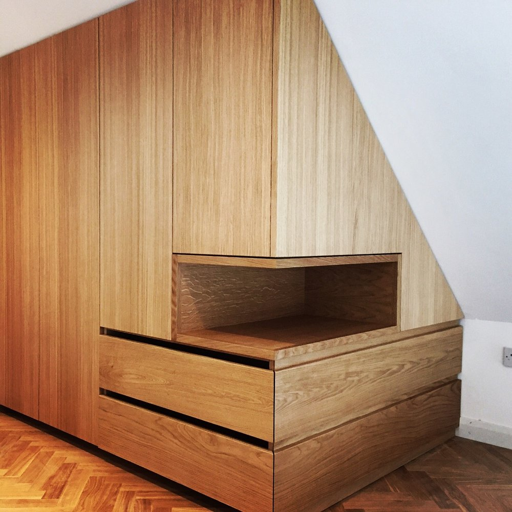 SQ1+Oak+Eaves+Wardrobe+Storage+1.JPG