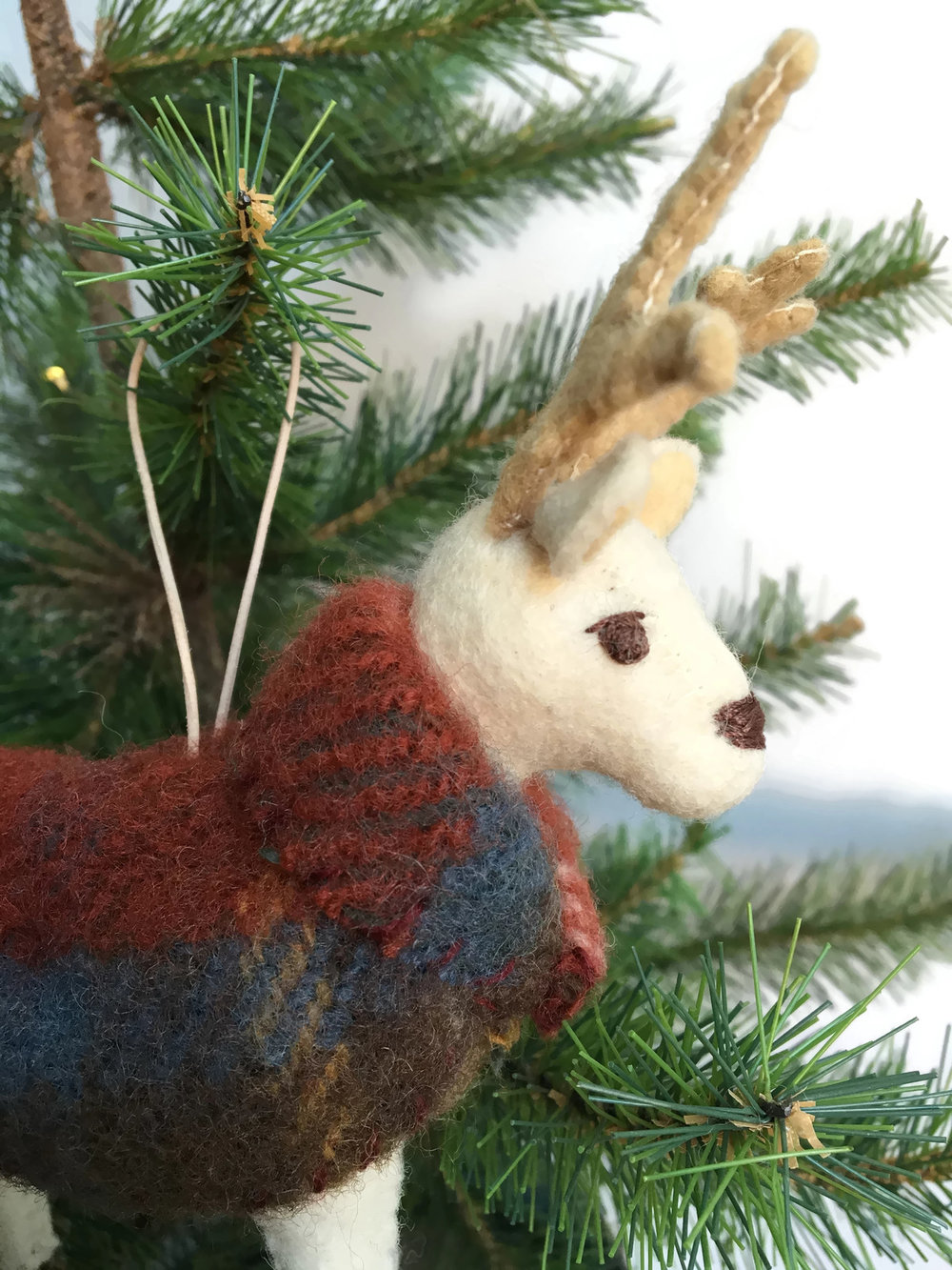 erika_barratt_reindeer_ornament_red_003.jpg