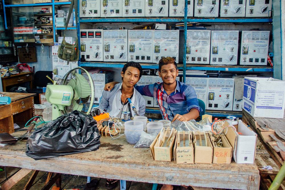 Yangon People 1.jpg
