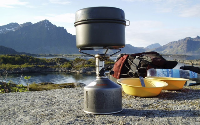 The Primus Micron (original version) on holiday in Lofoten at a time    when it was still considered essential to carry yellow plastic bowls everywhere.