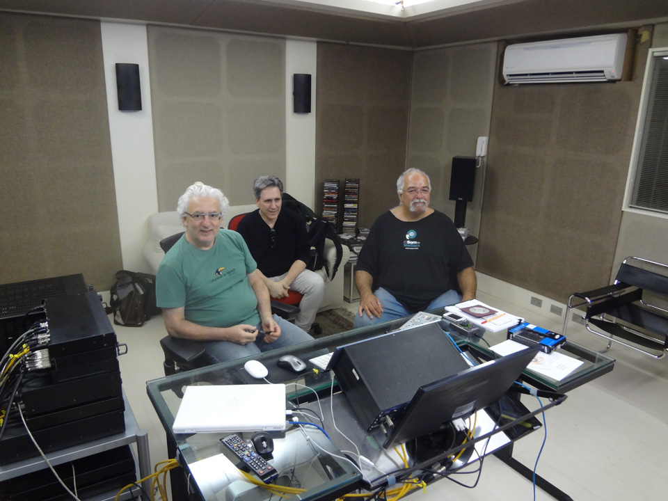 ReferenceMasteringStudio_02_Mixing with Arismar and Homero.jpg