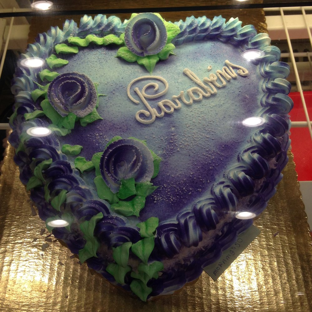 Pao Brasil's beautiful 'Congratulations!' cake.