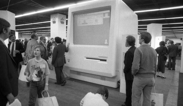 The first Macworld in February 1985 (image courtesy of SFGate).