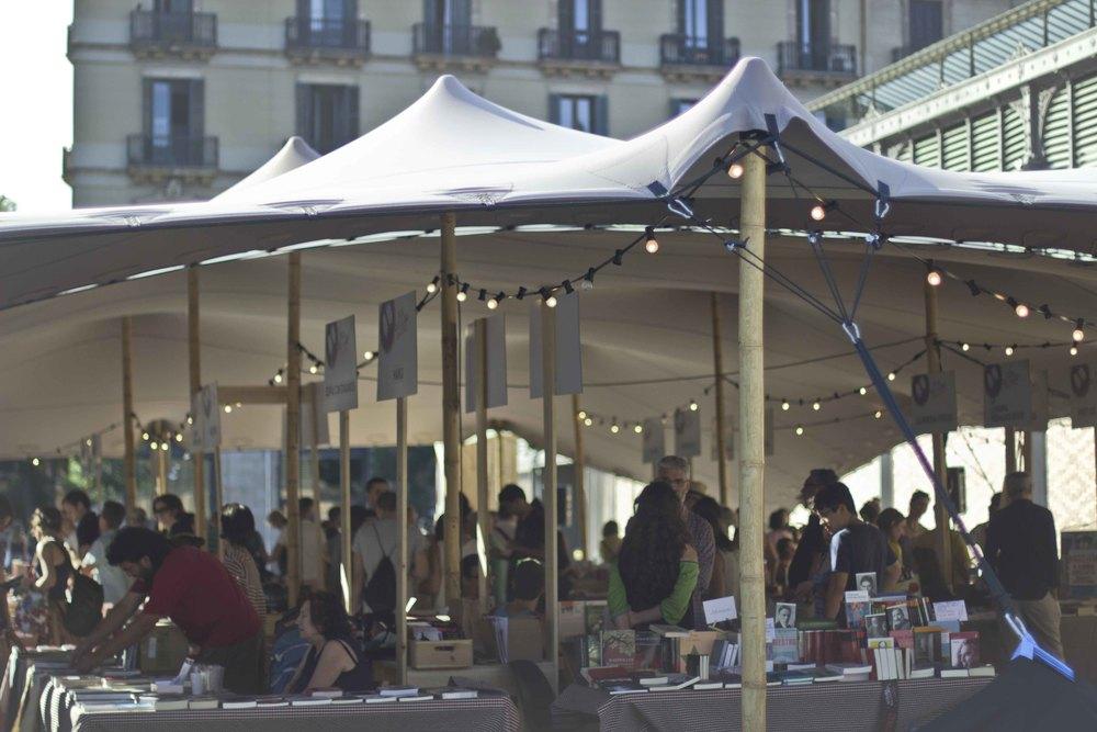 Alquiler de carpas vela para eventos urbanos
