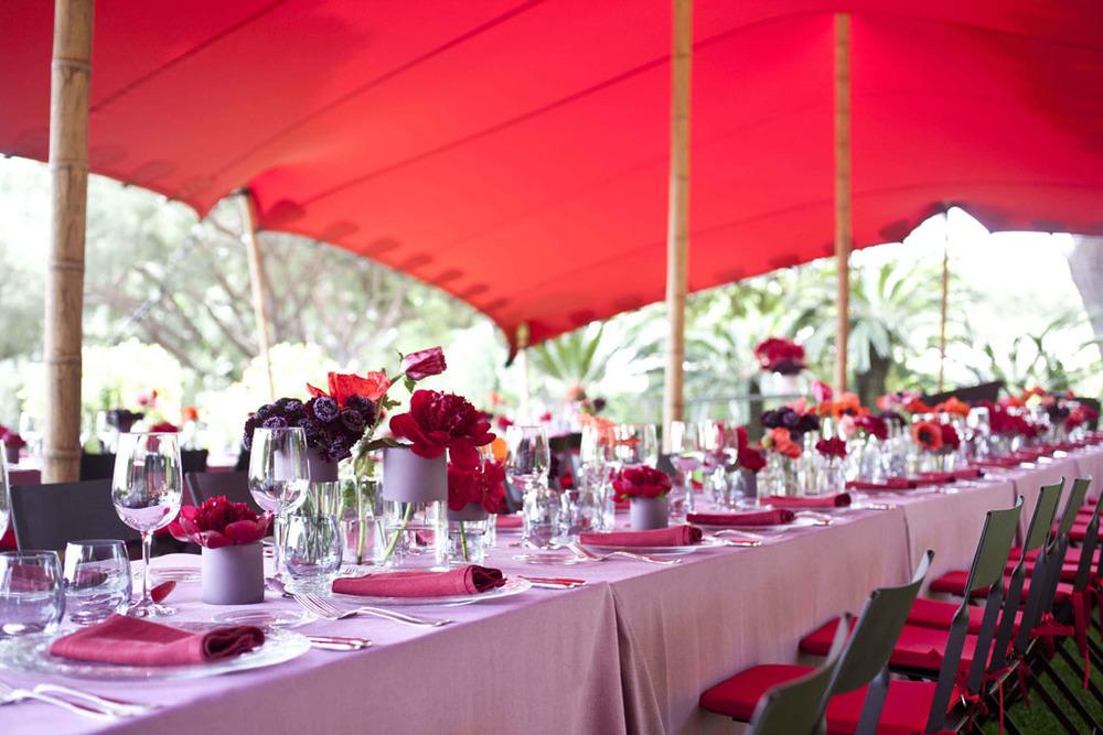 Alquiler carpa roja para Sant Jordi