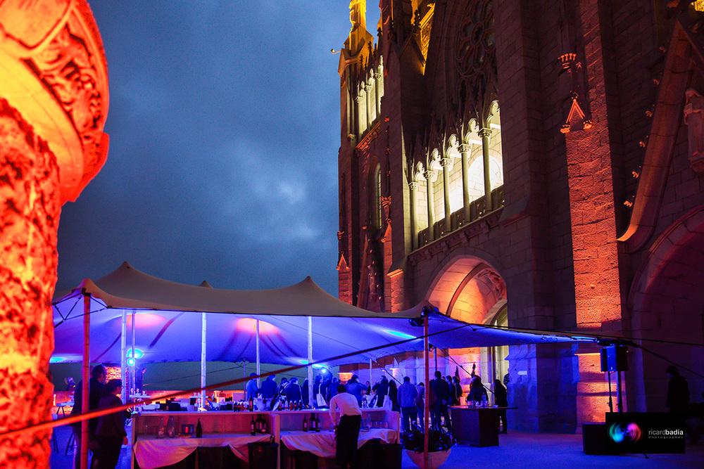 Carpa Veleo de noche en Barcelona. Temple Tibidabo.Foto:Ricard Badia