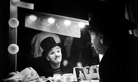 Charlie-Chaplin-looking-i-007.jpg