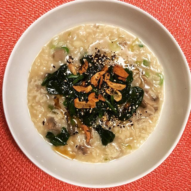Made a gorgeously nourishing spinach and mushroom congee with fried garlic and furikake tonight, super delish if I do say so myself!! #cookingwithmarthastewart #marleyspoon #congeequeen #delishhh #soyumm #whatsfordinner #vegetarians #veganmom