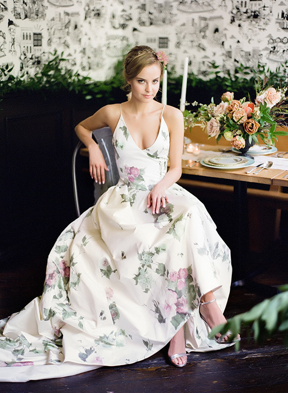 This dress... That China... The Flowers, OH EM GEEE