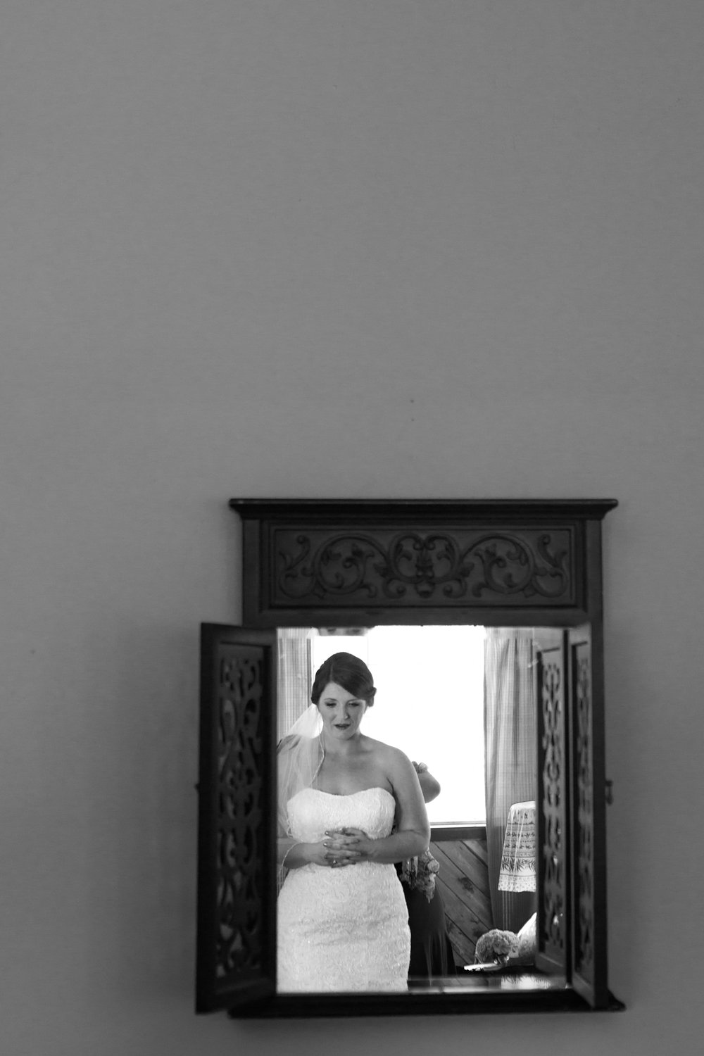 New-Mexico-wedding-bride-mirror