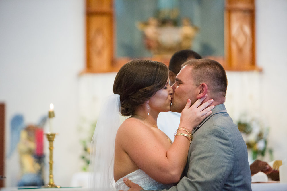 New-Mexico-wedding-kiss