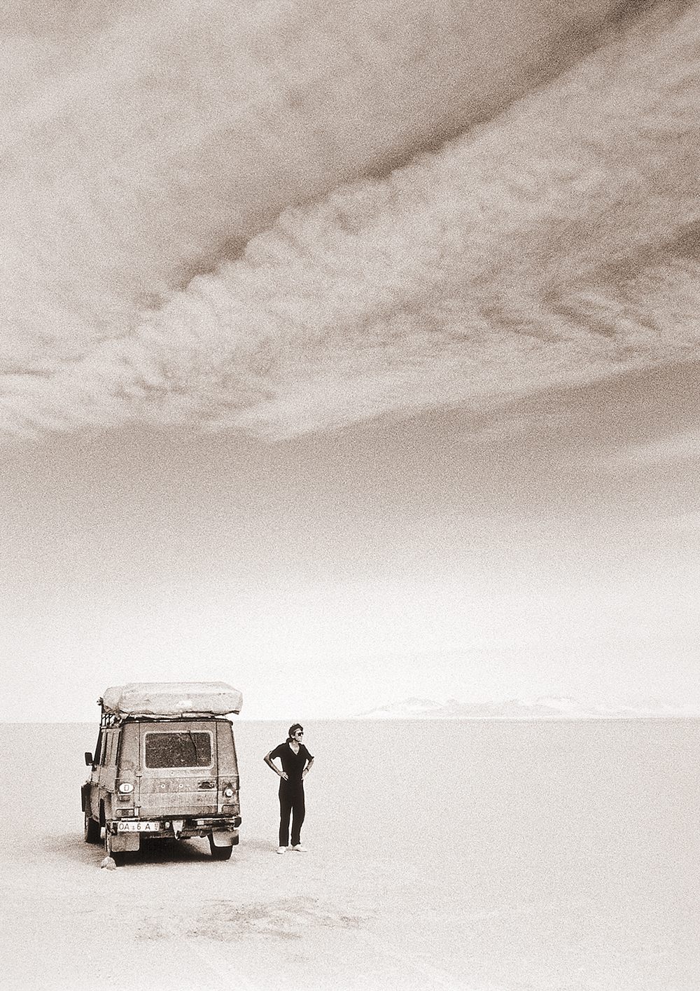 Photo ©Drew Megarry/Sahara Desert, Algeria. Looking for my cars keys.