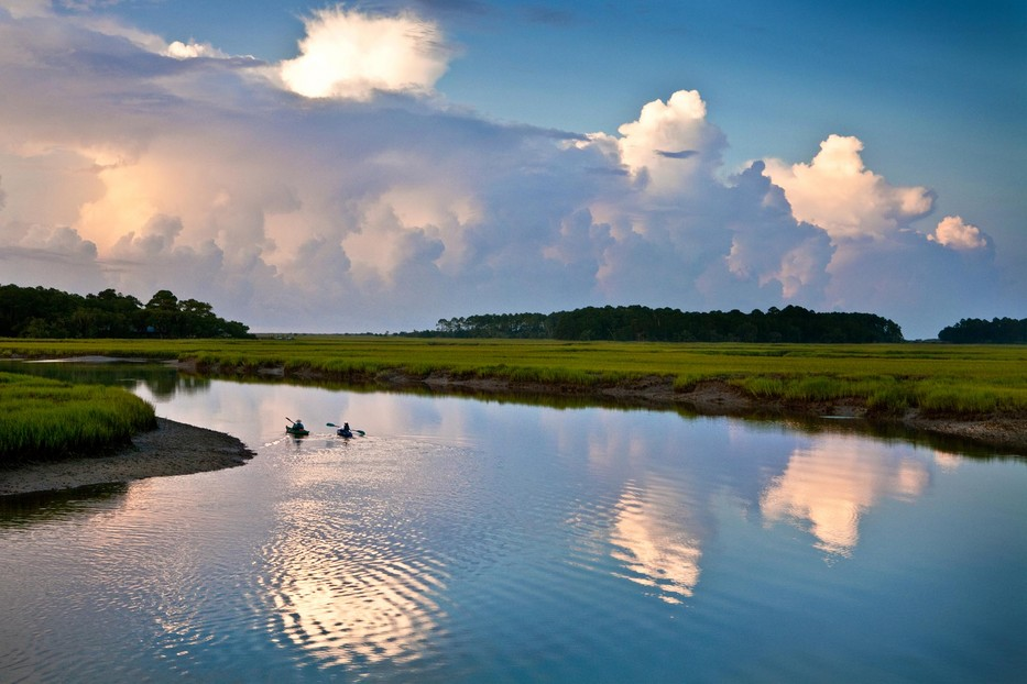 934_kayak_paddlers_in_Kiawah_River.jpg