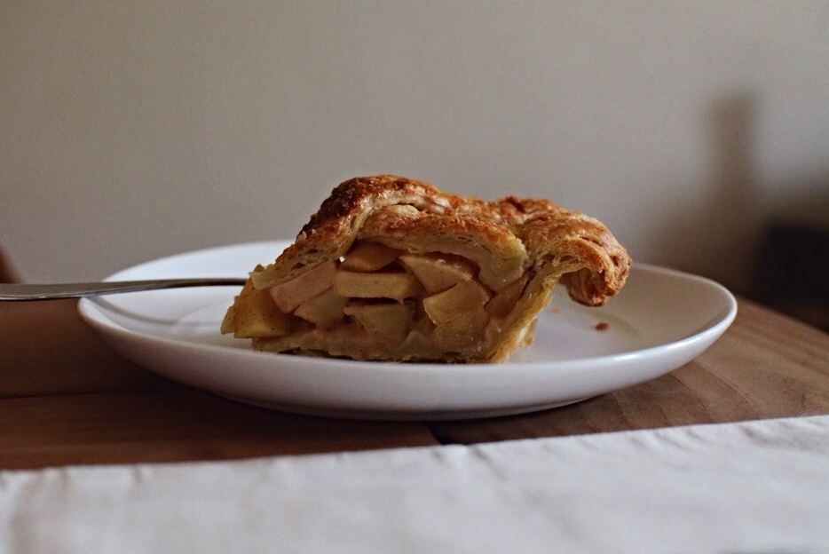 salted-caramel-apple-pie-slice.jpg