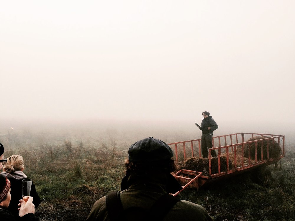 """Leikkonan Fiona Shaw les ljóðið  """" Mycenae Lookout """" eftir Seamus Heaney í morgunmistrinu við Lough Beg á Norður-Írlandi. Mynd ©Vala Þórodds"""
