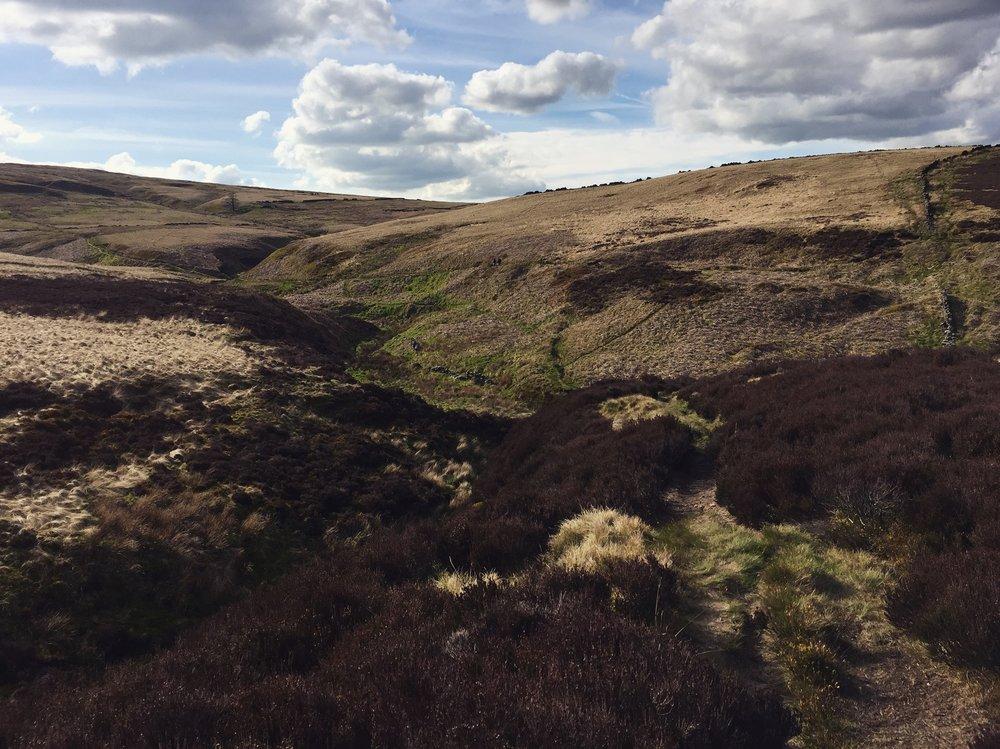 Heiðamýrlendið í bakgarði Brontë systranna í Vestur-Yorkshire á Englandi. Mynd ©Vala Þórodds