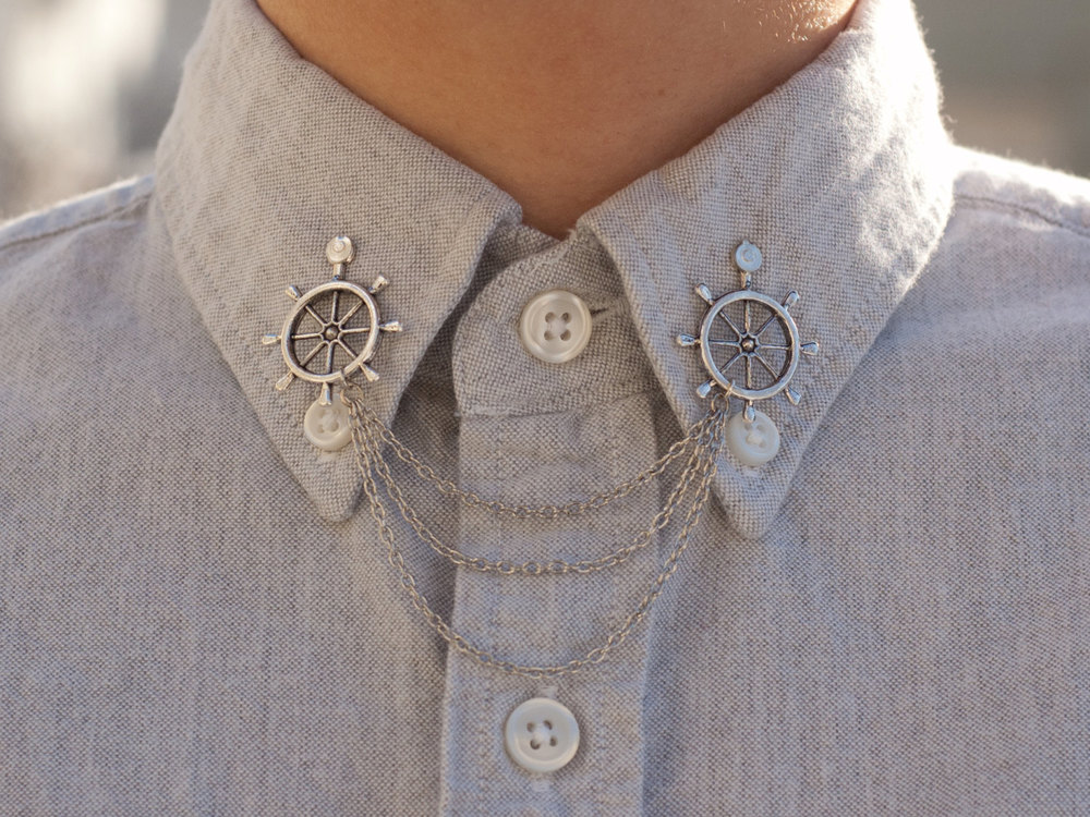 Silver wheel collar clip chain : These are a new trend of which I am so fond. This etsy store has amazing unique designs!