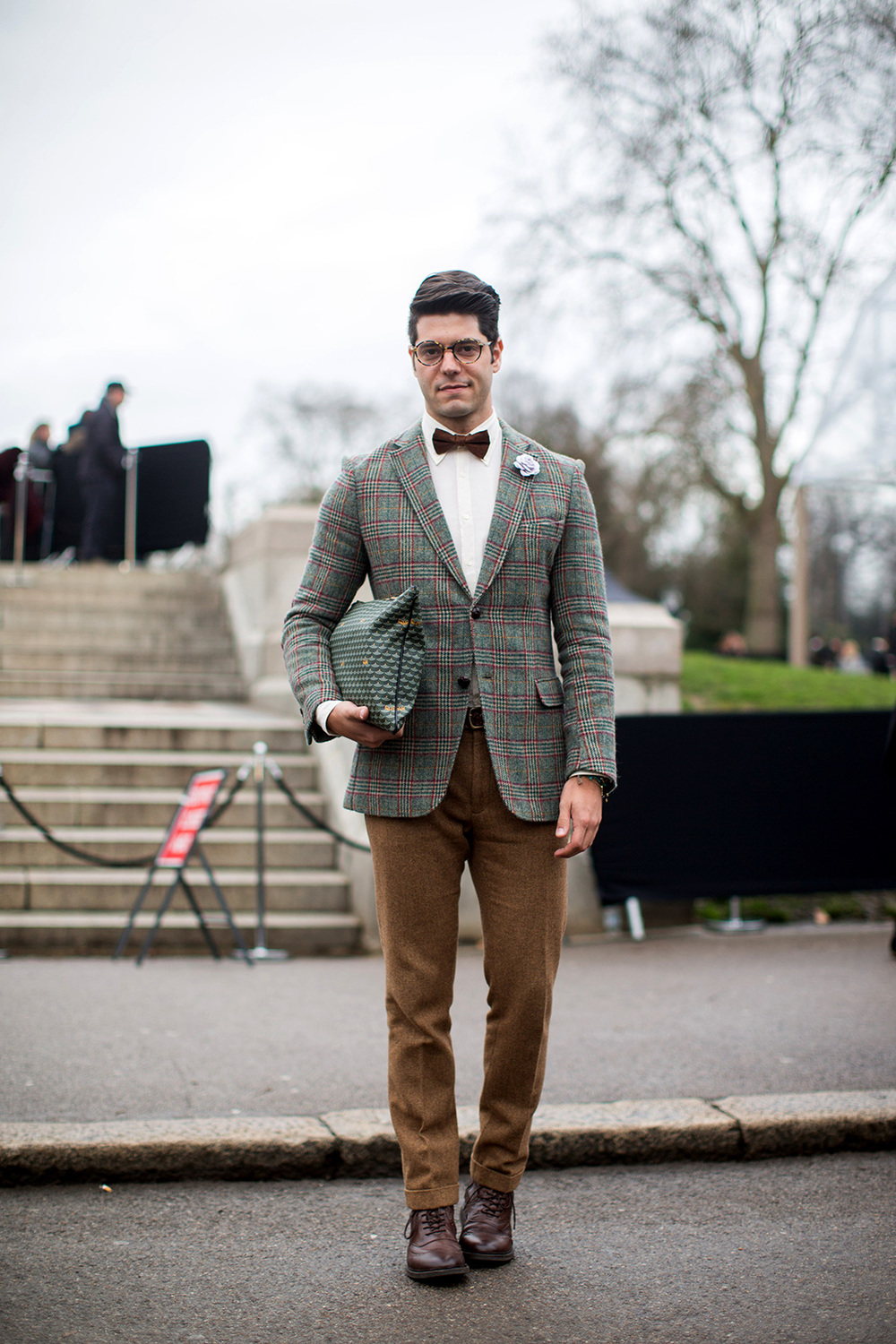 I love this sportcoat and I love this man-clutch. Look at those patterns | From: refinery29.com