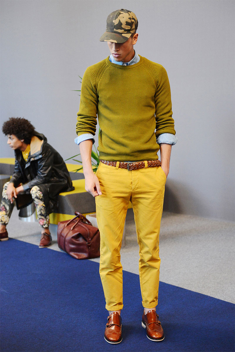 Wearing two shades of yellow together is one of the most difficult things to pull off, and he nailed it. | From:  amiparis.fr