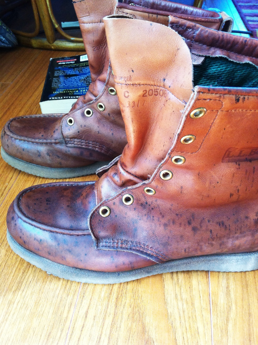 One boot mink oiled, one boot conditioned, The beat-up leather on the toes just sucks in the moisture, and look at that luster now!