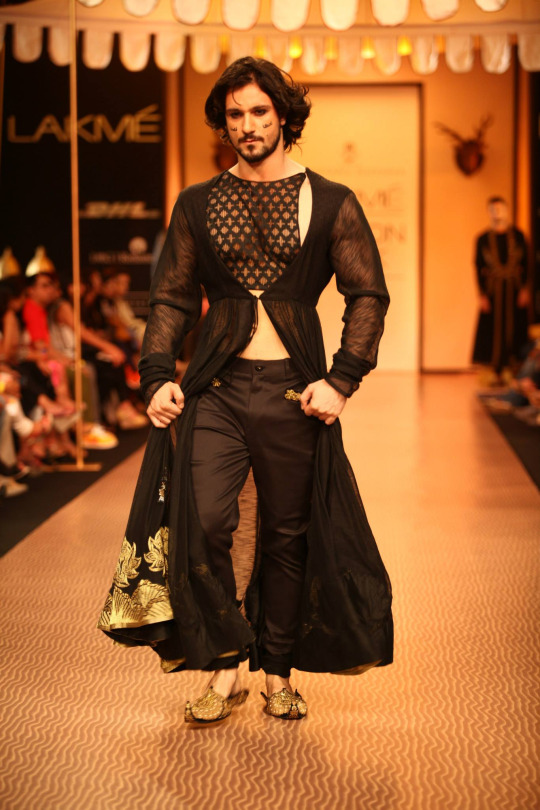 "Shantanu Goenka's ""Kruhun"" Collection at LFW W/F 2013"