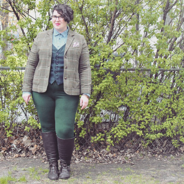 Loving this outfit by Shannon on Rare Device. If you switch out the boots for some dressier shoes, it would be the perfect outfit for a wedding. If their dress code strict, I'd switch out the pants for something a little dressier. These look like stretchy green jeans. Via @rare.device