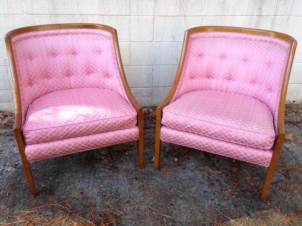 Loved the lines of these vintage chairs. Curvy backs are so chic!