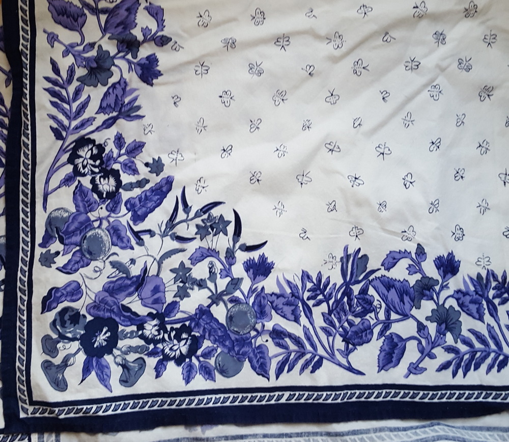 The most gorgeous blue and white table cloth.