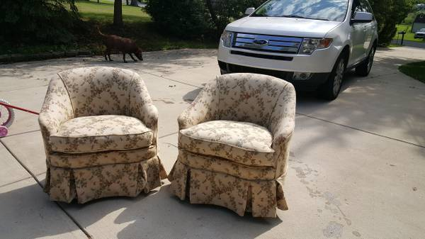 Little apartment? Have some little chairs! Or perfect in a bedroom.  https://chicago.craigslist.org/nwi/fuo/5787430314.html