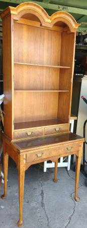 This little secretary/hutch has me swooning. https://chicago.craigslist.org/chc/fuo/5782875294.html
