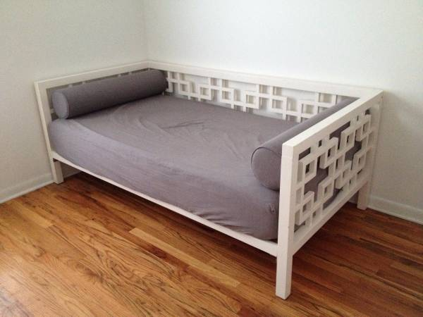 West Elm day bed? YAS. https://chicago.craigslist.org/chc/fuo/5787777061.html