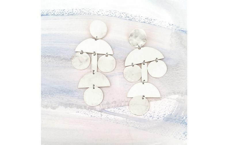 e1001_silver_pom_pom_earrings_a_web.jpg