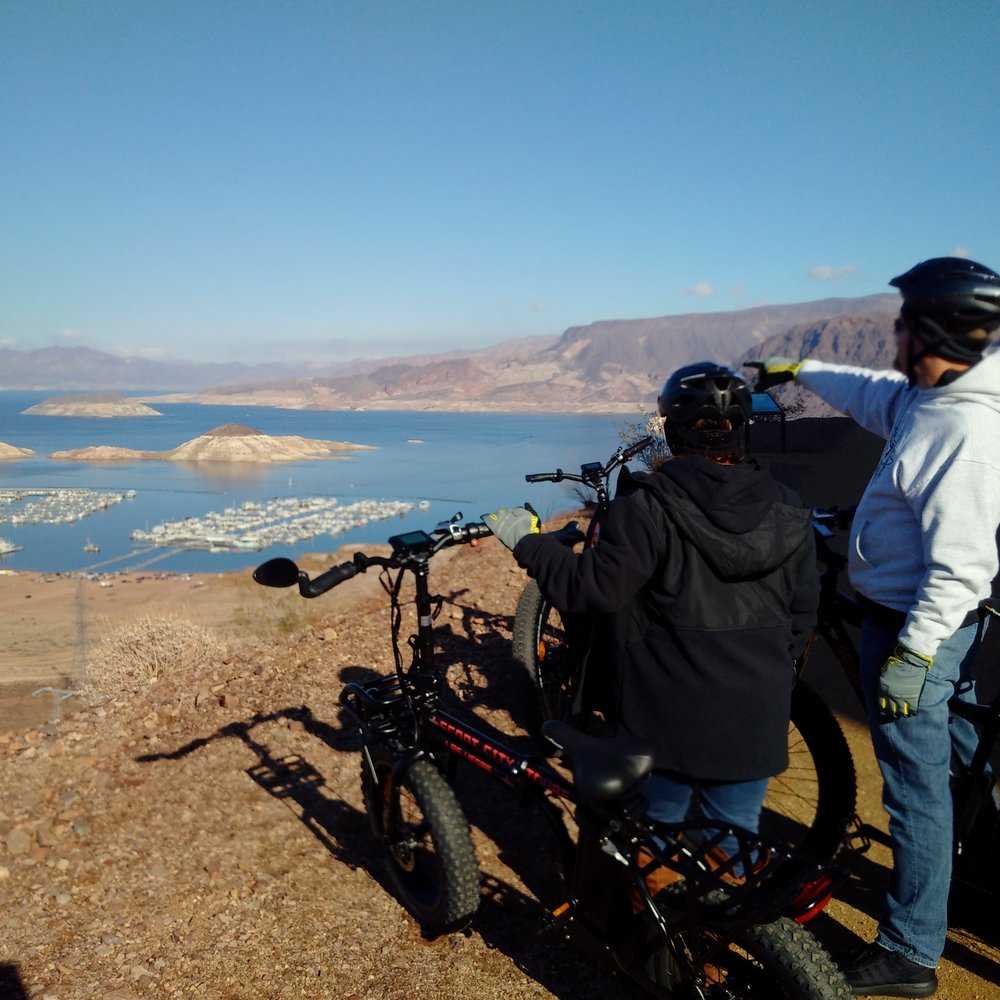 ap and nikki lake mead overlook (1).jpg