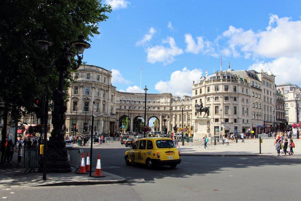 Trafalgar Square .