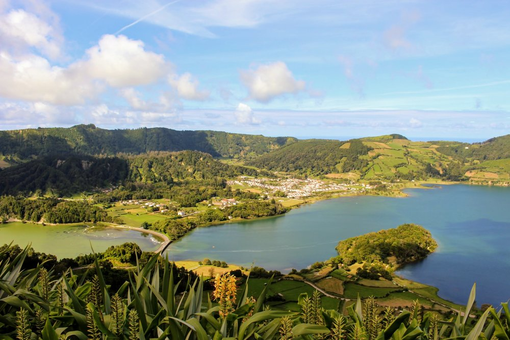 Sete Ciadades  was the second most wanted thing to do on my list in Sao Miguel. This is one of the 7 Natural Wonders of Portugal and showcases the Green and Blue Lakes.