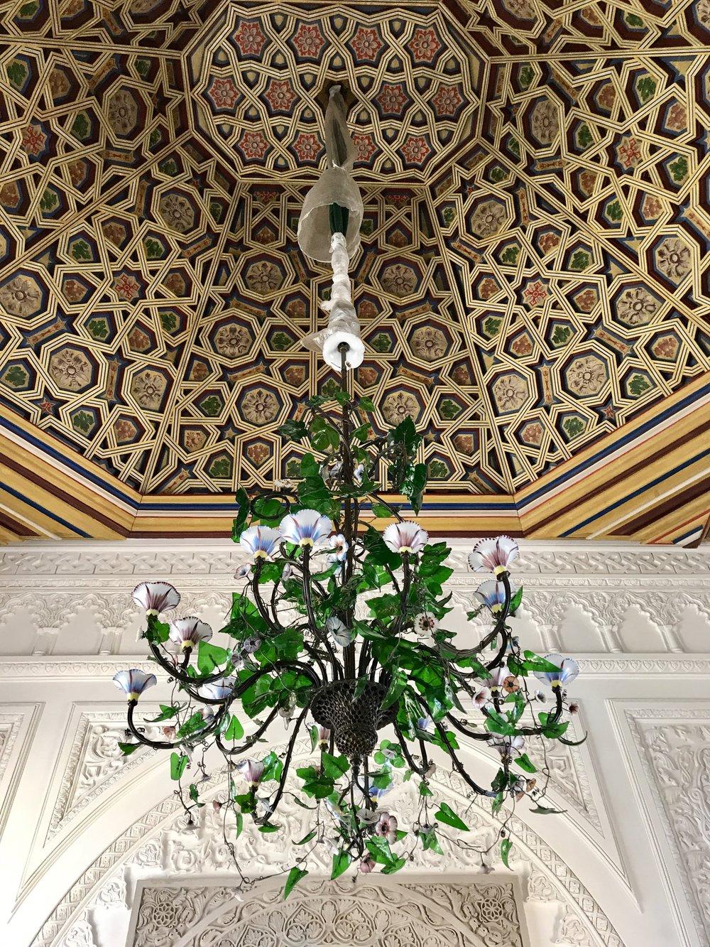 A beautiful chandelier in the queens room.