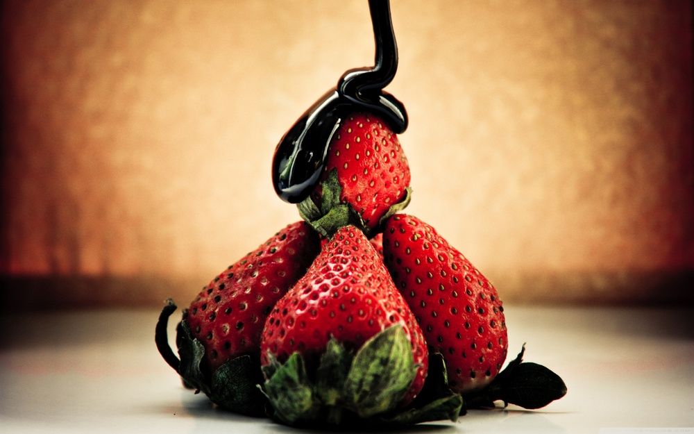 strawberry_and_chocolate-wallpaper-2880x1800.jpg