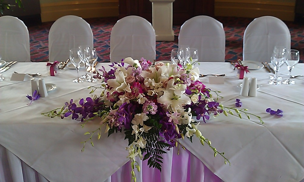 RECEPTION FLOWERS - individually priced as well as all inclusive packages, to allow you to design your own combination INDIVIDUALLY PRICED & PACKAGES incl vase hire etc - click on words in aqua below to go direct to those pages Bridal Table Flowers Guest Table Centrepieces Tall Centrepieces BOOKING FORM Silver Centrepiece Range $28 per table Gold Centrepiece Range $38 per table