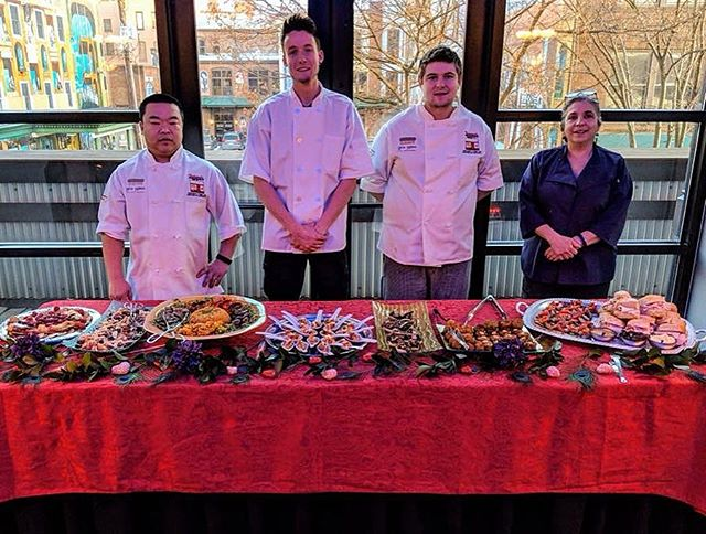 Franco's kitchen team at the @williamsportsymphonyorchestra_ @caclive fundraiser!  #Francos #teamFrancosLounge #CACLounge #WSO #catering #fundraiser #redsauce #garlic #peasantbread #FrancosLoungePA #Williamsport #PA #italiancuisine #italianfood #italian #restaurant #italiantestaurant #drinkeatrelax #bread #cheese #downtownWilliamsport @williamsportpa #food #eats #goodtimes #letseat #Pennsylvania #FrancosLounge #Italian #eatlocal #pastadish www.francoslounge.com