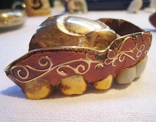 Antique-Enamel-and-Gold-False-Teeth-3.jpg