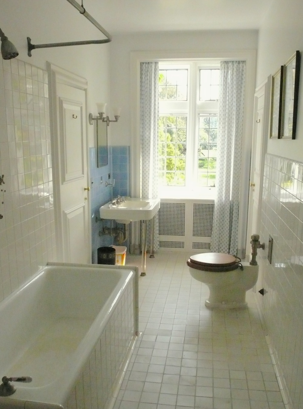 120 Bathroom-2FL.JPG