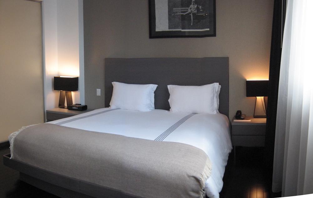 Room 910 - 025.jpg